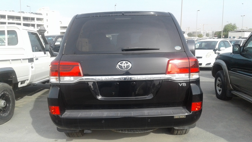 8530 - TOYOTA LAND CRUISER 4.6 AT SUV BLACK