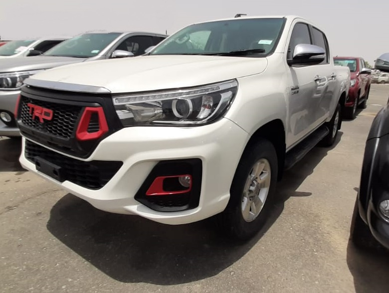 1140 - TOYOTA HILUX  4WD  2.8 AT PICKUP WHITE