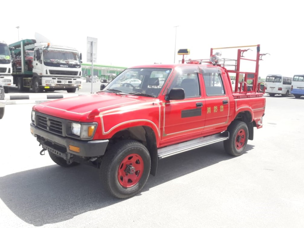1328-TOYOTA HILUX 2.8 MT PICK UP RED