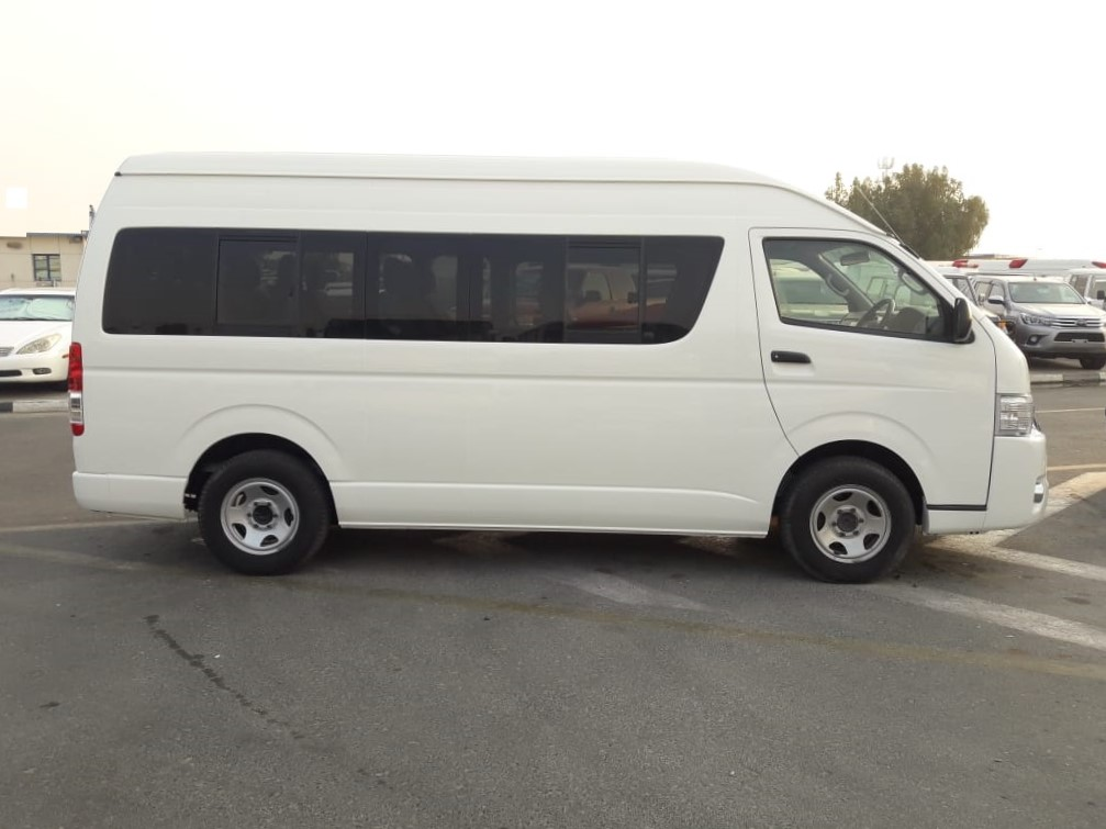 5306 - TOYOTA HIACE 3.0 AT VAN WHITE