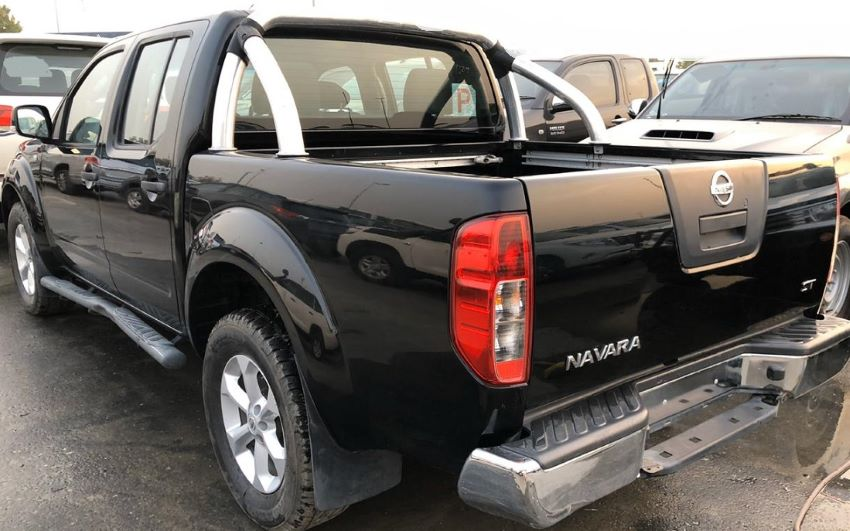 1346 - NISSAN NAVARA 2.5 MT PICKUP BLACK
