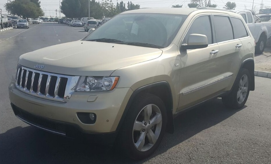 6712 - GRAND CHEROKEE 4WD 3.6 AT JEEP GOLDEN