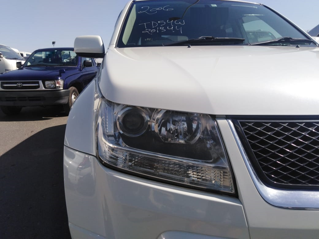 1344 - Suzuki escudo 2.0 AT SUV  White