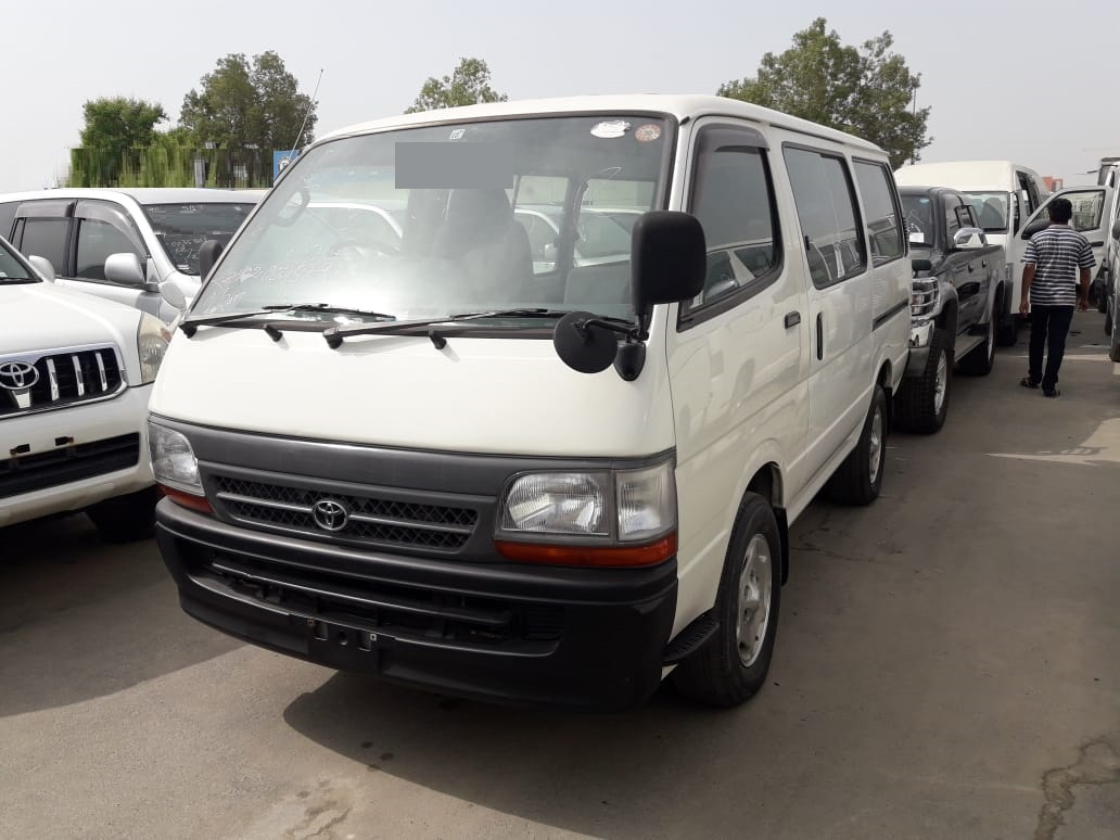 5831 - TOYOTA HIACE  2WD  2.0  AT VAN WHITE