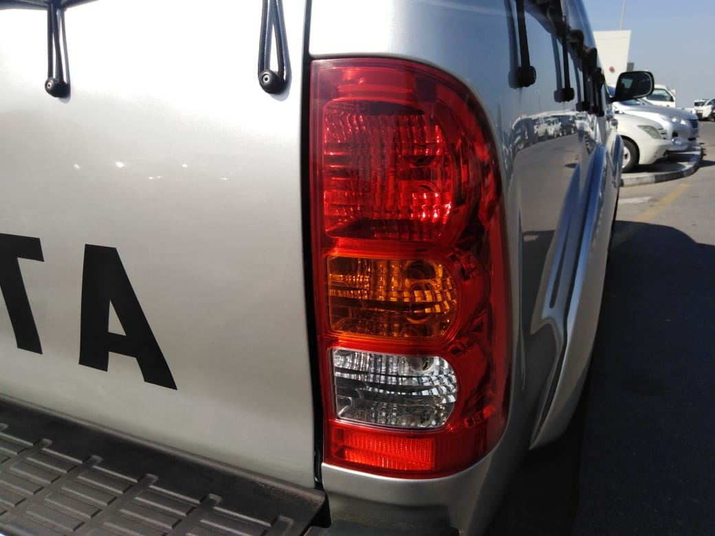 6394-TOYOTA HILUX 3.0 AT PICK UP SILVER