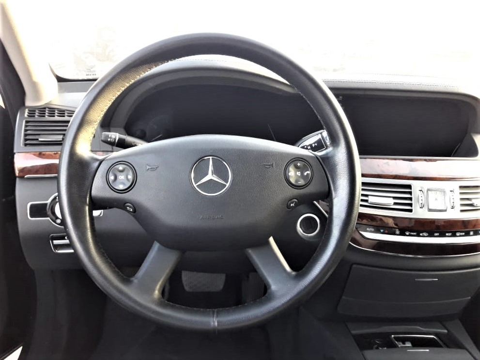 4263 - Mercedes benz 3.5 AT car Black