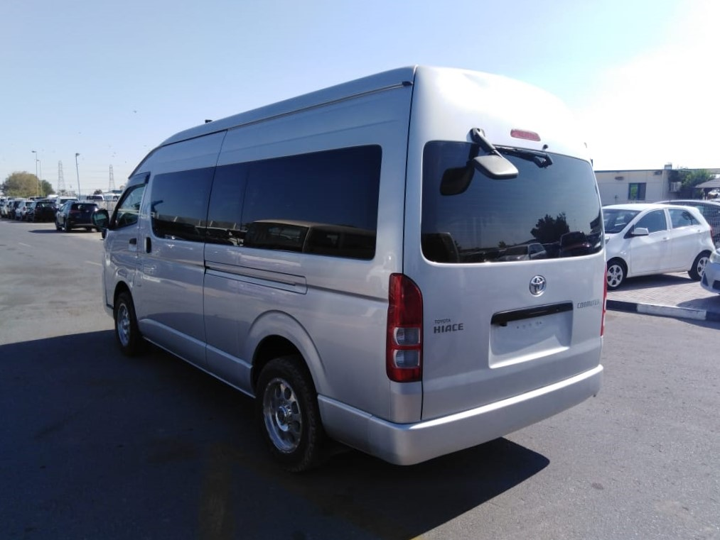 1312 -  Toyota hiace commuter van  3.0 AT Silver