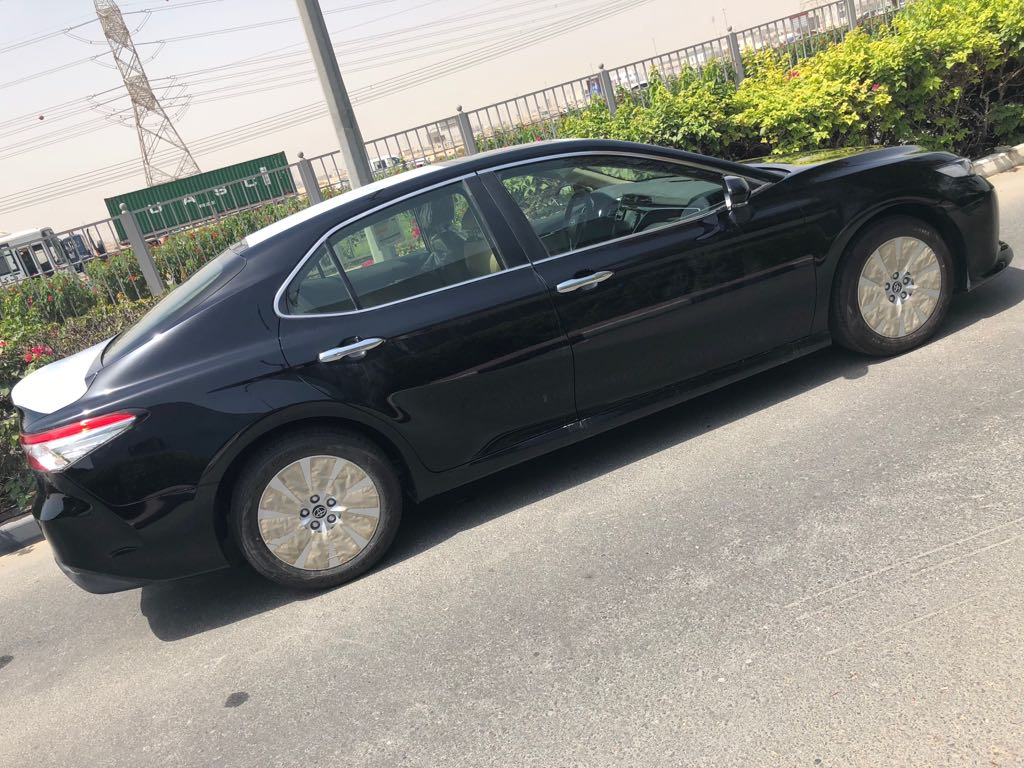 TOYOTA CAMRY 2WD  2.5 AT CAR BLACK AND SILVER