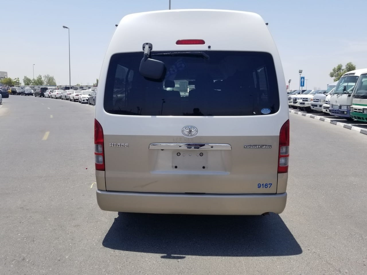 8609-TOYOTA HIACE COMMUTER 2.7 AT VAN WHITE GOLDEN