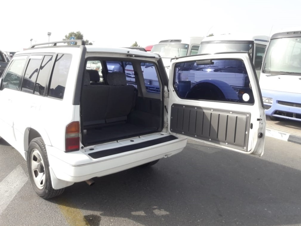 0022-SUZUKI ESCUDO 2.0 AT JEEP WHITE