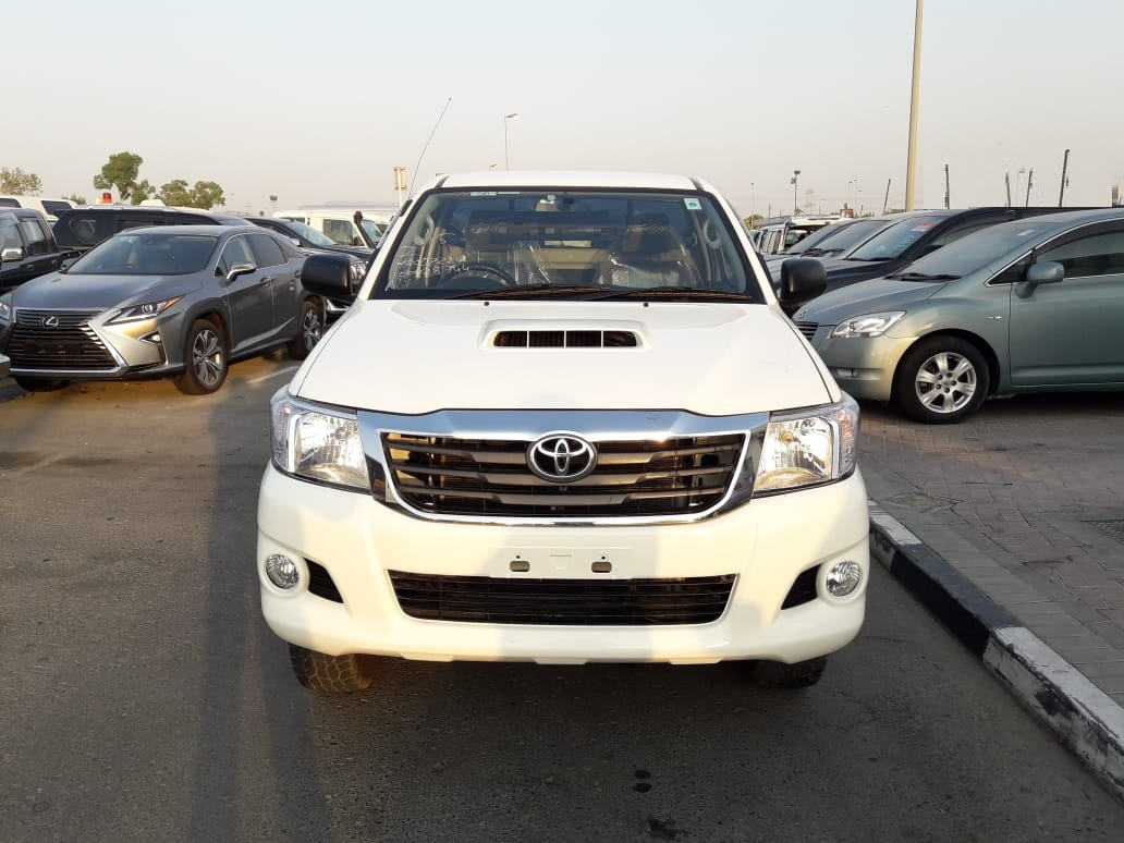 8744 - TOYOTA HILUX 3.0 AT WHITE